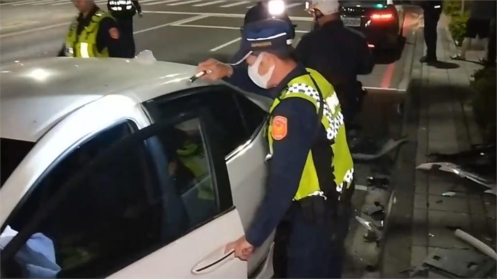 車內藏毒跑給警追 嫌犯逆向撞車終被逮