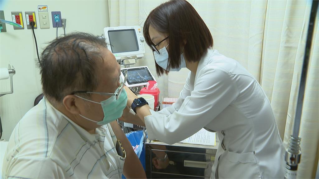 進入社區感染階段 醫院塞爆民眾搶打疫苗