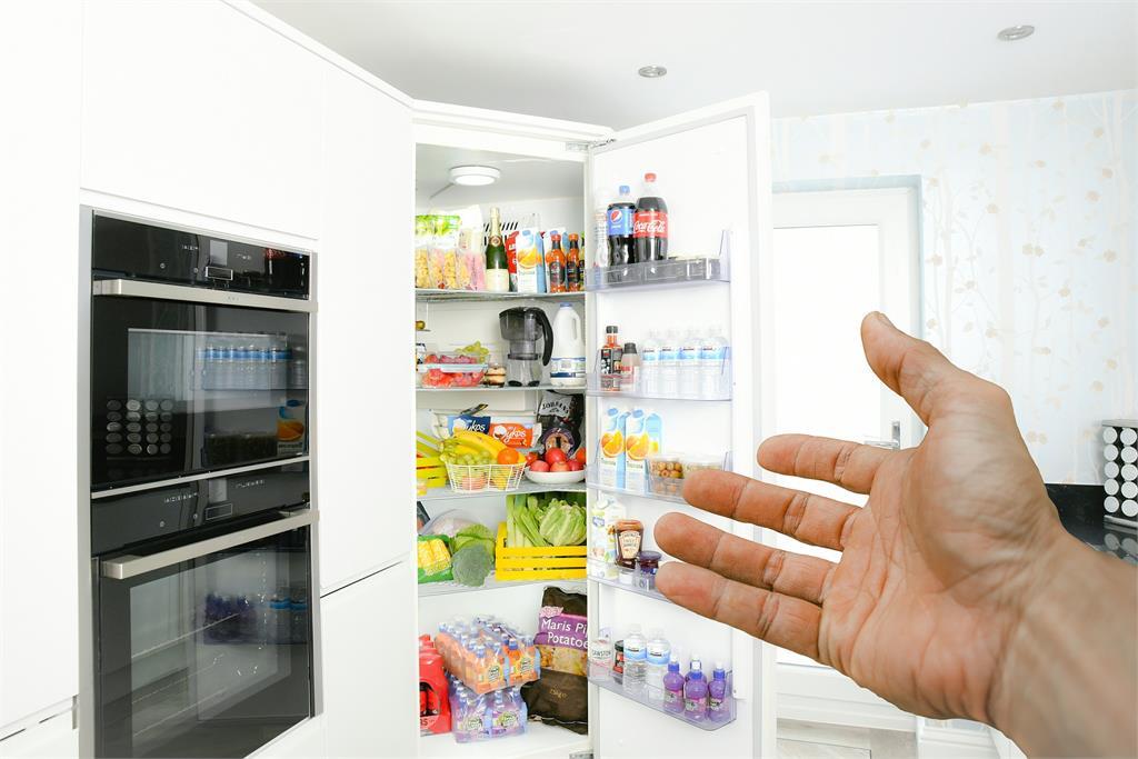 千萬別錯!這5種食材不能放冰箱 專家:綠葉蔬菜會危害健康!