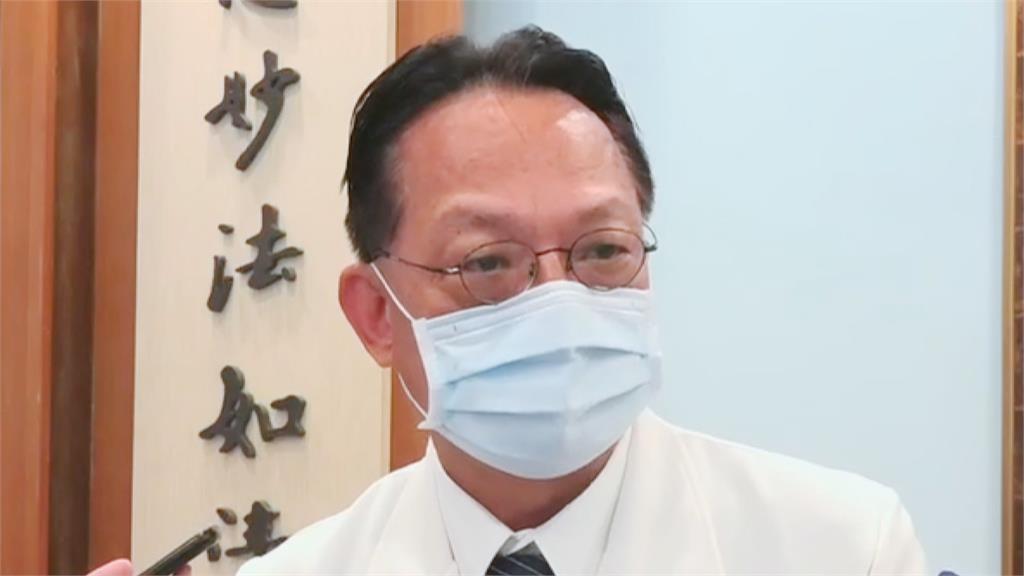 幼童飽受驚嚇 醫師吳坤佶緊擁安撫令人動容