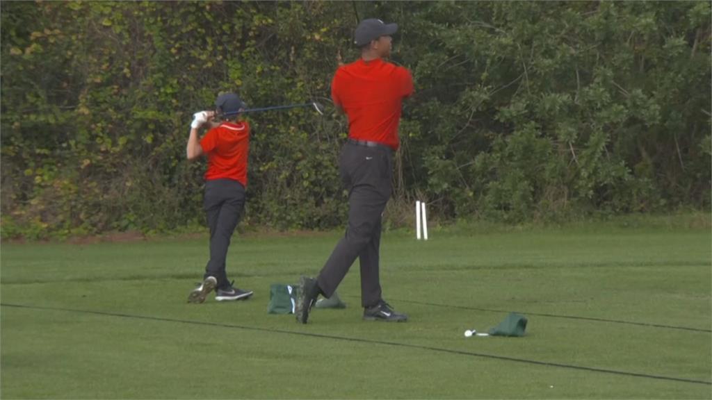決賽日著紅衣黑褲!高球選手一致為伍茲加油