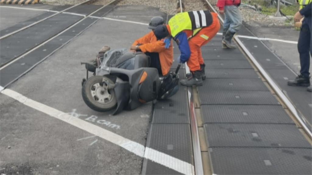 老翁人車倒臥南下鐵軌! 北上自強號來不及煞車 驚險呼嘯過!