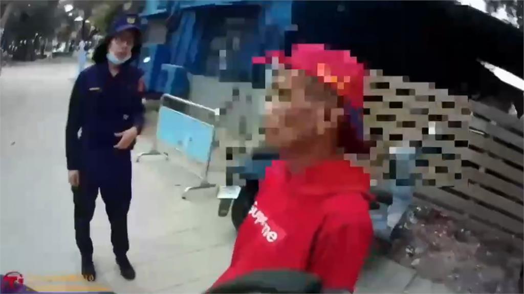 醉男持香蕉刀閒晃! 員警關切竟遭辱罵三字經