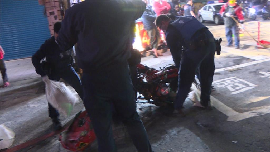 轎車、重機路口對撞 重機解體騎士受傷送醫