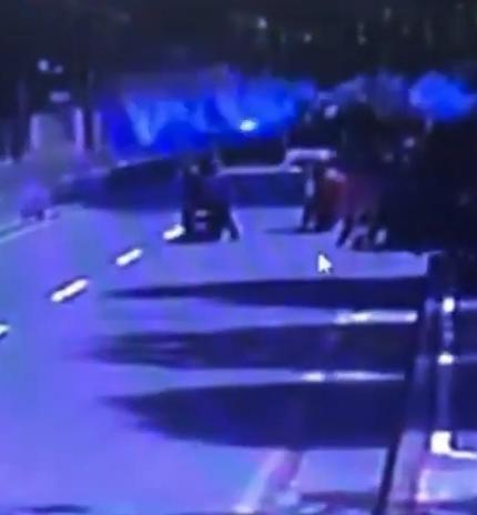 快新聞/亞東醫院旁施工鷹架突倒塌 意外原因尚待釐清
