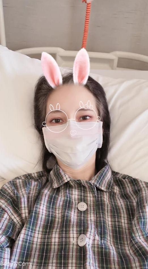 瘦成皮包骨!混血女星爆住院 突發燒「不停發抖」嘆:很累