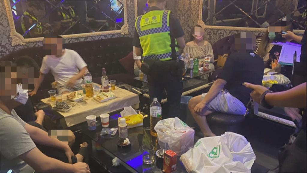 美容坊燈火通明 10人群聚歡唱被警方抓個正著