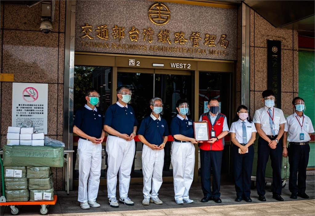 端午節前「罩」顧!慈濟贈臺鐵6300片防護面罩