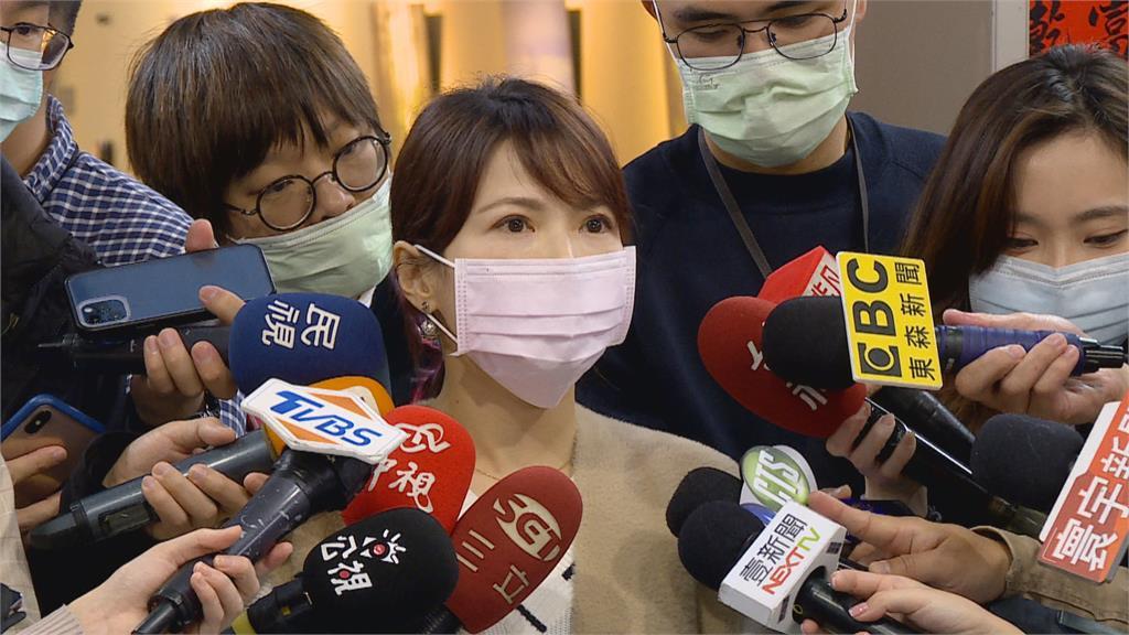 國民黨論壇邀柯與江啟臣同台 藍白合起手式?