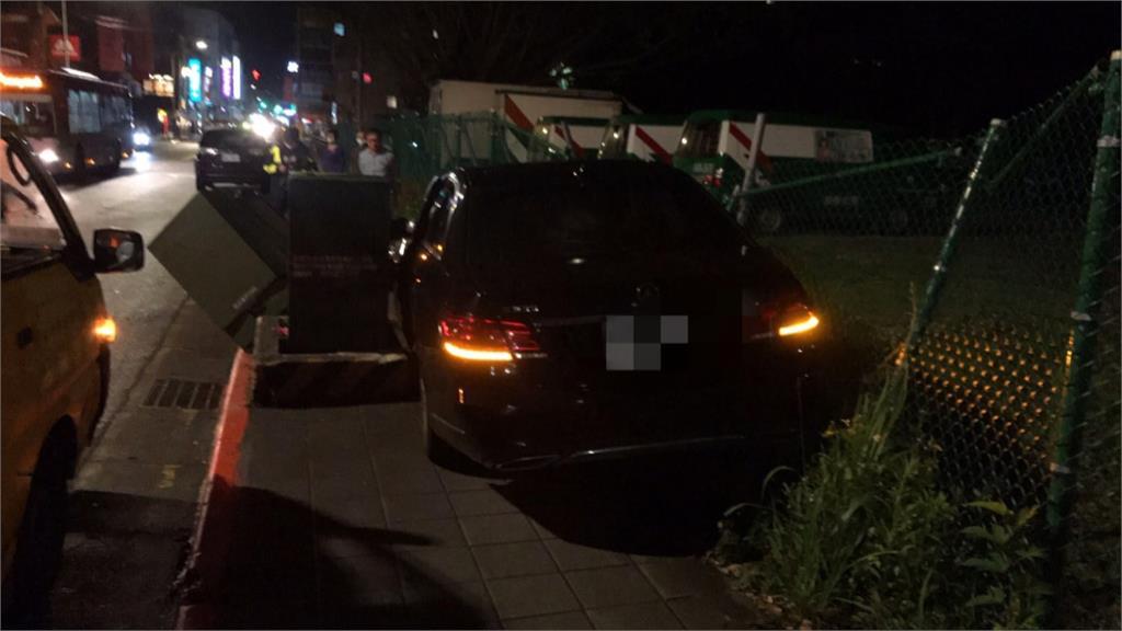 酒駕男開車撞變電箱北市文山區三百多戶停電
