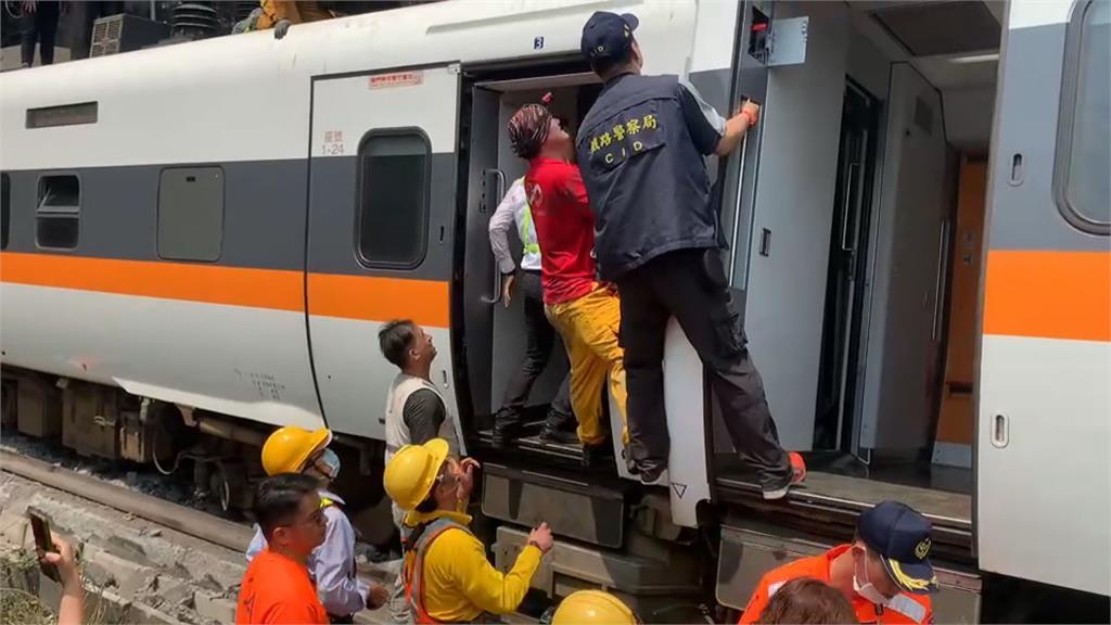 太魯閣號出軌 第一位到場警察是「他」車廂「不是地獄是煉獄」消防員曝搶救心聲