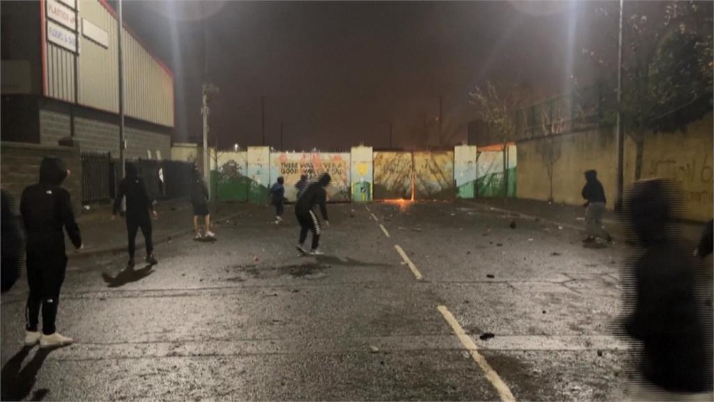 北愛爾蘭內戰? 「親英 vs.親愛」示威互丟汽油彈