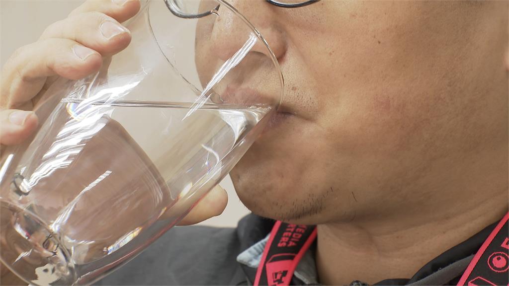 真的有效!阿嬌「8杯水減肥法」6天狠甩3公斤 營養師:這3種人要小心
