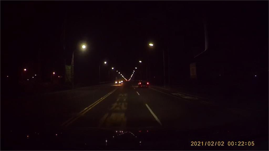 突然顛簸後車輛失控! 車禍怎發生的? 車速太快還是伸縮縫惹禍? 釐清中