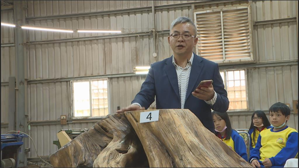 女兒歷經塵爆感謝社會愛心 木材業者捐70萬回饋