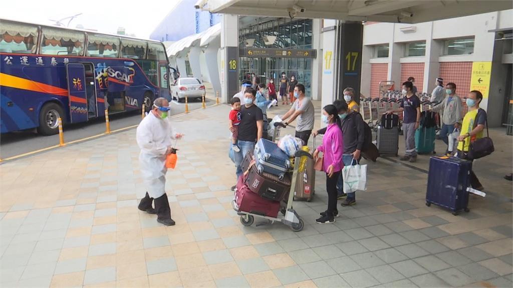 在印國人搭機返台 44人送檢疫所4人有疑似症狀