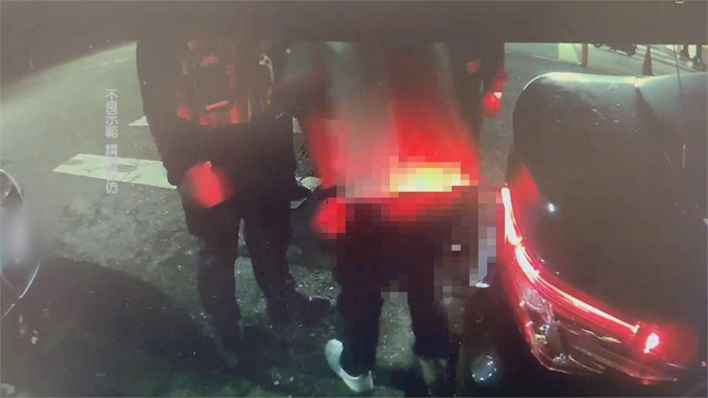 酒測值0.86還開車! 男被搜身突脫到剩內褲
