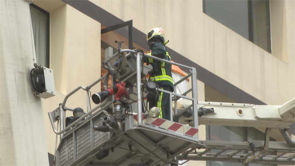 北市大樓惡火4傷 家屬破窗.護理師抱嬰求救