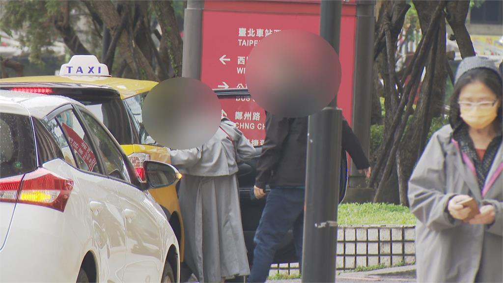 台北車站西側 小黃只能下車不能載客 司機無法配合叫車  與乘客發生爭執