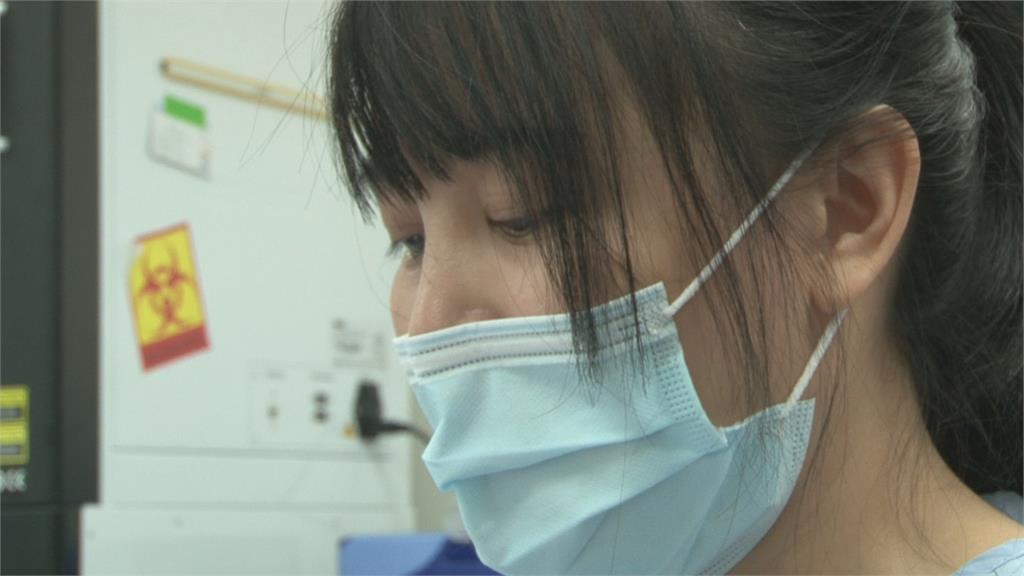 心酸! 醫檢師媽媽忙著採檢幼子手術無法親陪 躲廁所偷哭