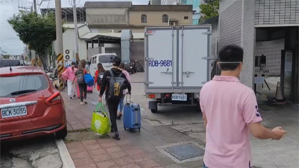 曾怒斥「命都沒了哪來人權!」徐耀昌宣布6/28起解除「移工禁足令」