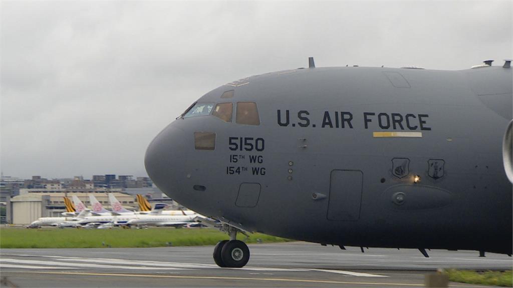 胡錫進去牆角哭哭! 美軍「C-17全球霸王III」降落松山機場 別具政治與軍事意義