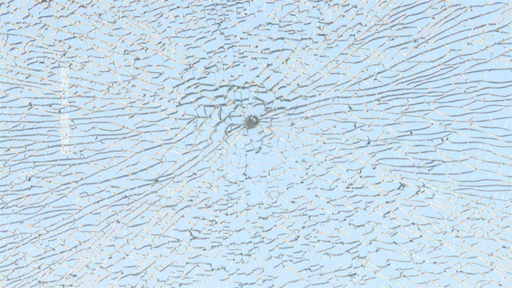 海科館玻璃碎成蜘蛛網 彈弓男落網稱「只因好玩」