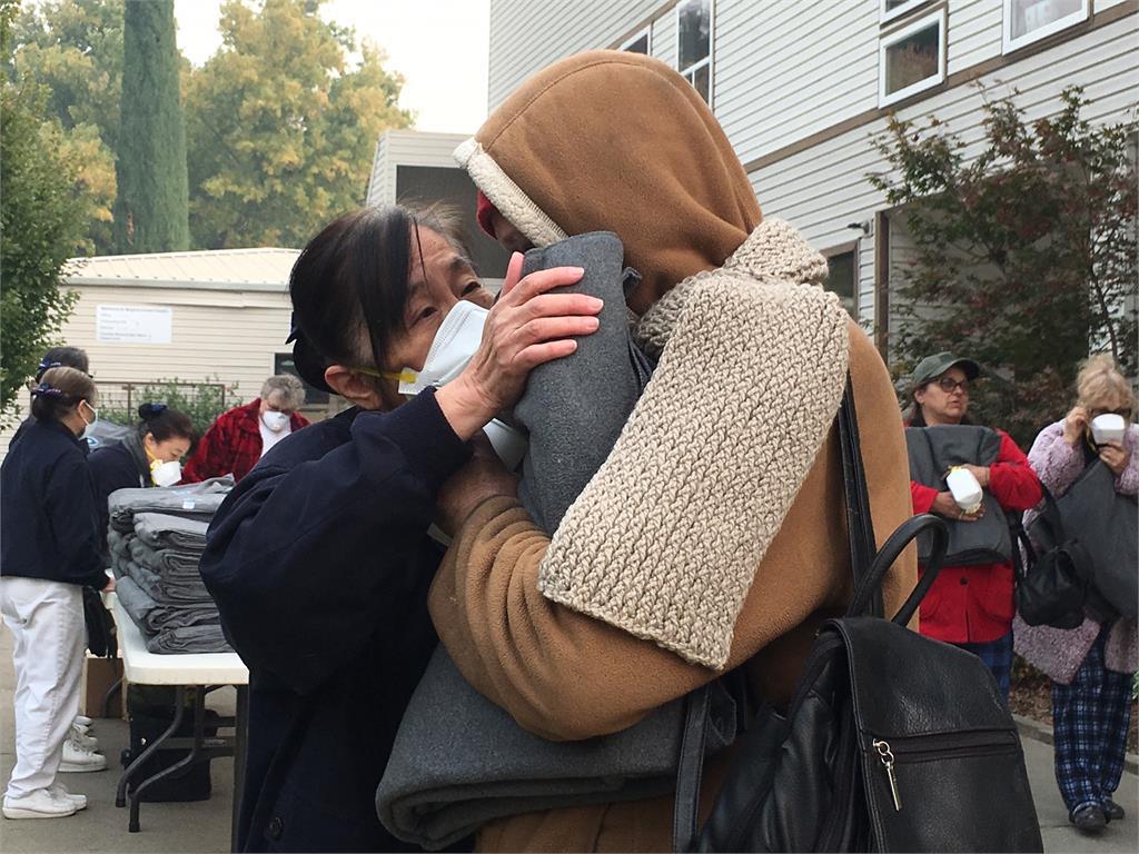 暖心!慈濟送環保毛毯溫暖43國家街友