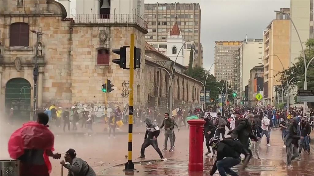 反加稅上街頭 哥倫比亞爆警民衝突  對示威民眾動武 國際社會同聲譴責
