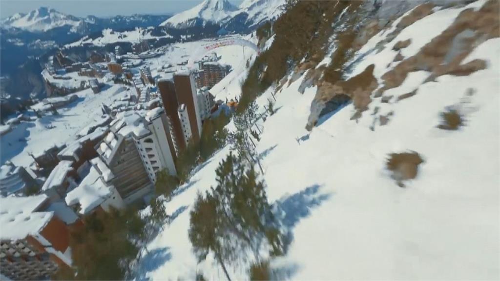 飛行傘結合滑雪超極限 法國好手驚奇表演