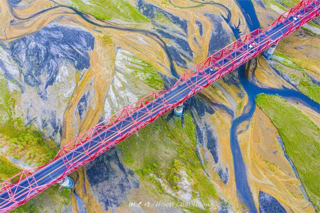 快新聞/濁水溪乾旱見奇景 西螺大橋空拍畫面猶如莫內的畫
