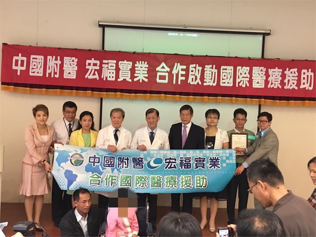 台灣首富善行曝光!張聰淵捐千萬助2越童跨海就醫「改變人生」