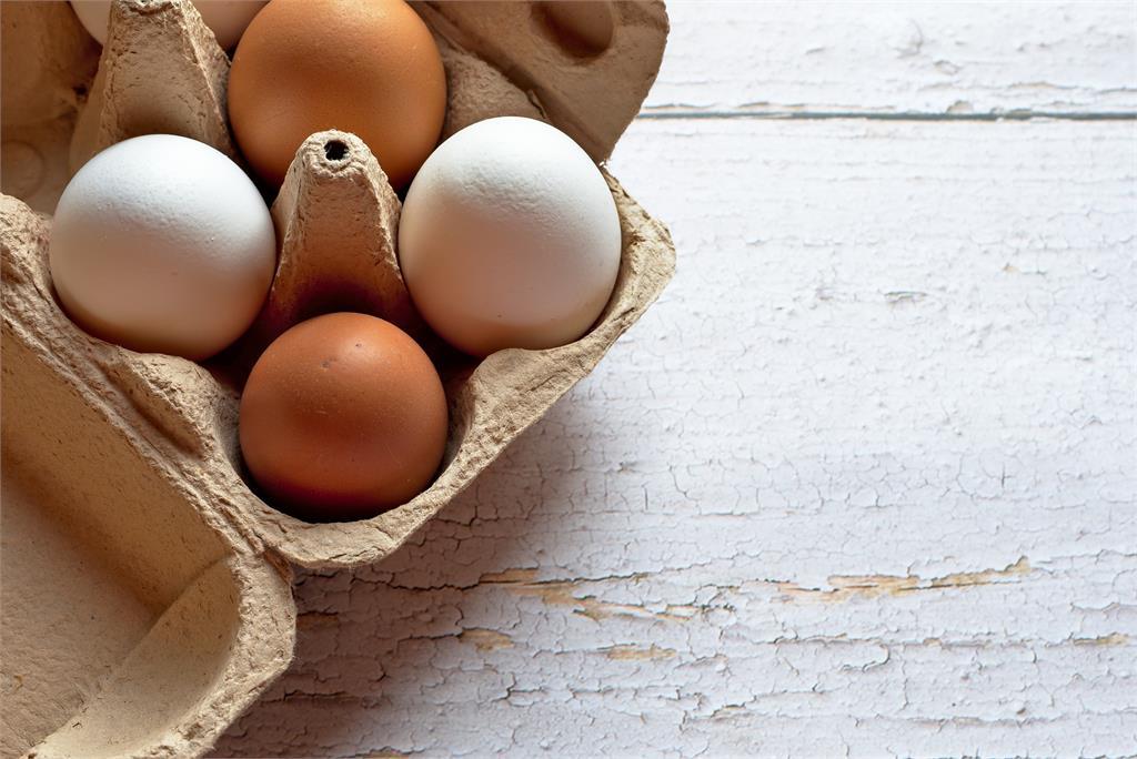 節儉嬤「破戒」開冷氣!她無奈曝「給雞蛋吹」 網笑瘋:食物最重要