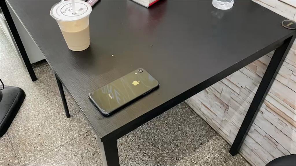 疑慣竊犯案 趁店家不注意迅速偷走手機