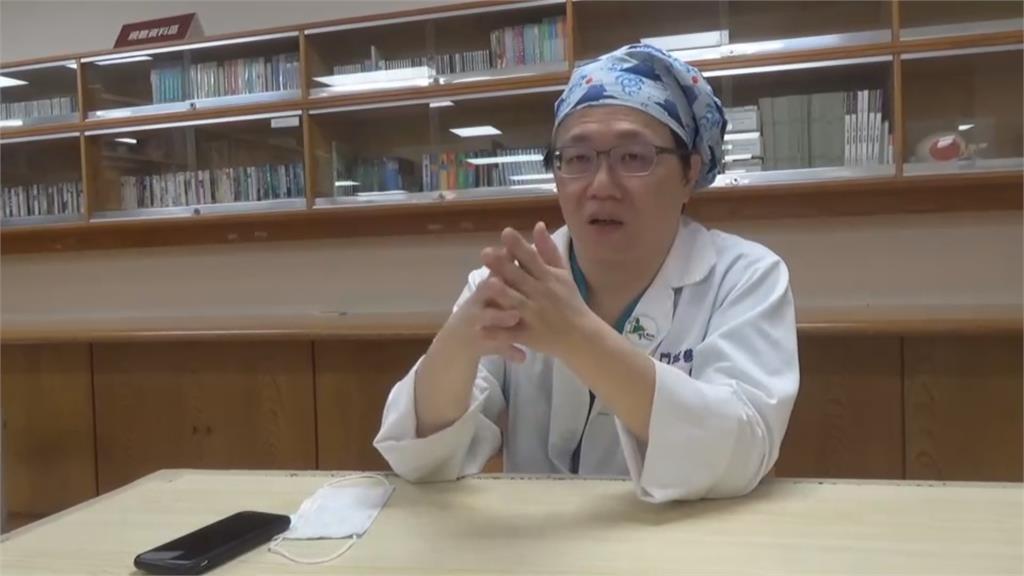 麻醉醫發明防飛沫壓克力箱 供全球上百國家使用
