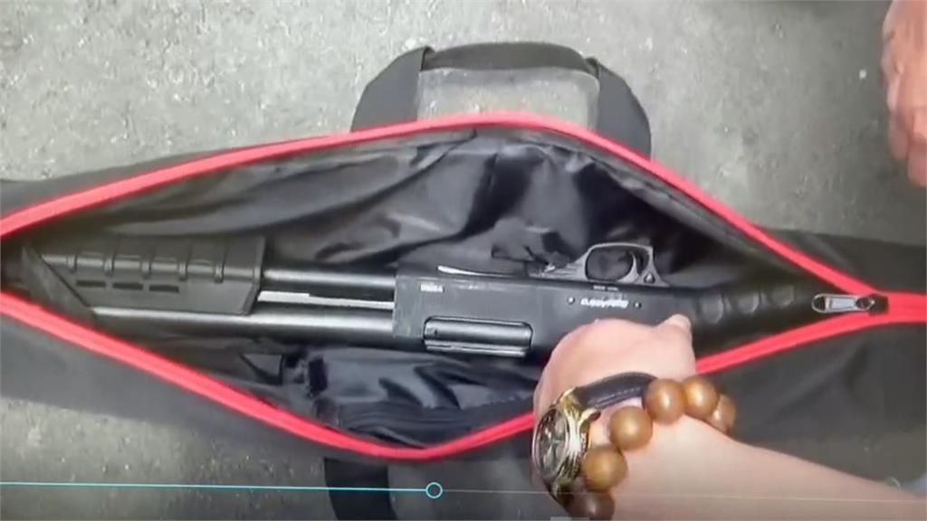 槍械彈藥應有盡有!住家如行動軍火庫趁睡覺突襲攻堅 警不費一槍一彈逮人