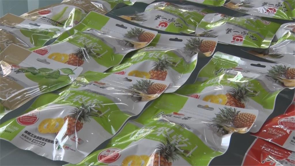 蓬佩奧PO照大吃鳳梨乾挺台 外交部:今年有機會訪台