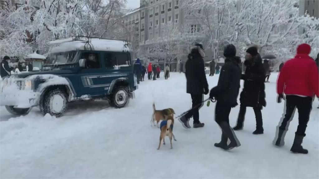 馬德里50年最大降雪! 650條道路封閉上千人受困