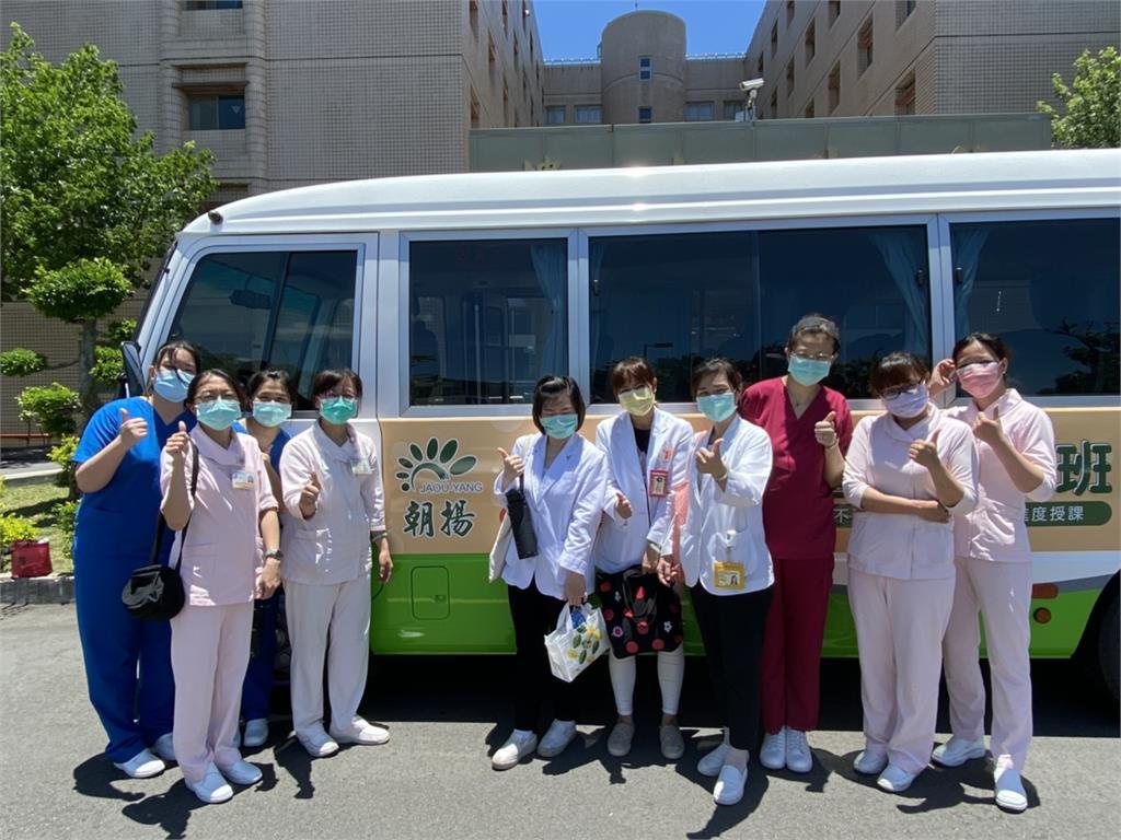 北榮桃園分院助企業快篩 文教公司支援接送篩檢人員