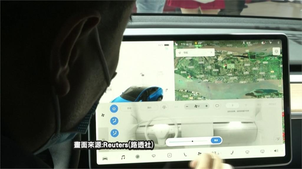 中國女爬上車抗議剎車失靈 特斯拉:剎車沒問題