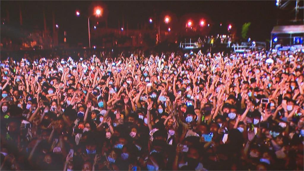 2021國慶焰火重返高雄大港開唱落幕 滅火器加碼宣布:火球祭復辦