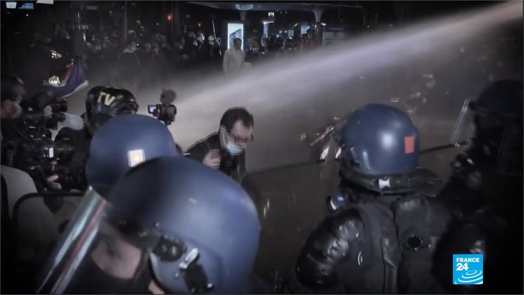 法國75:33通過「整體安全法」 擴大警察權力