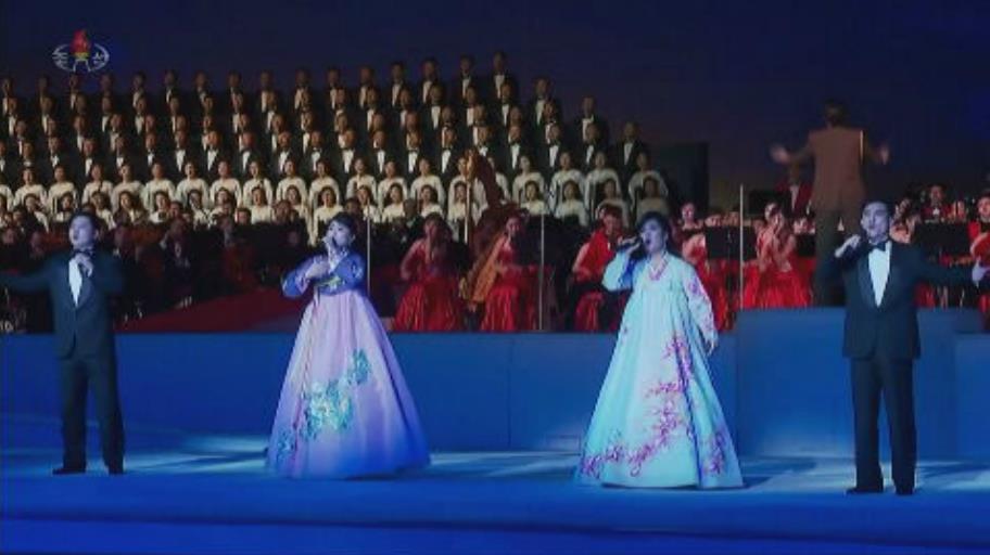 北朝鮮真的零確診? 金正恩與親信「無罩」出席晚會