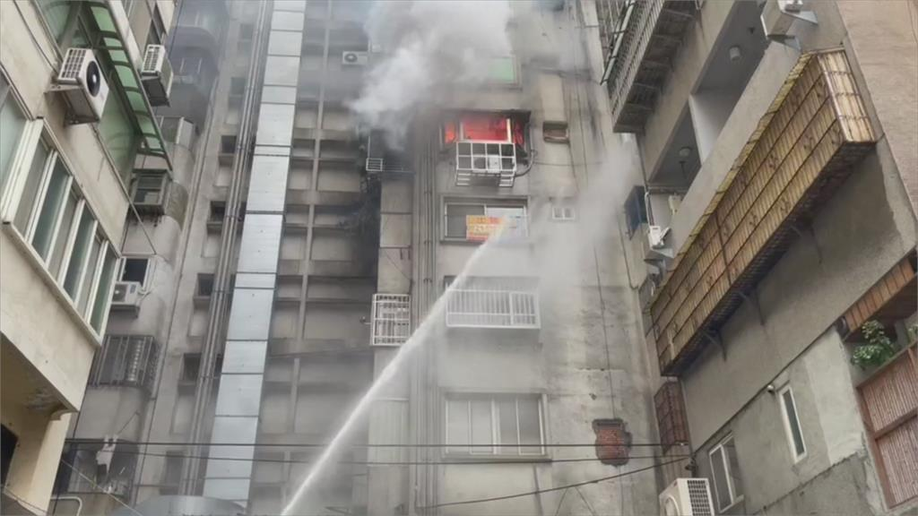 忠孝商圈住商大樓火警 5名受困民眾順利脫困