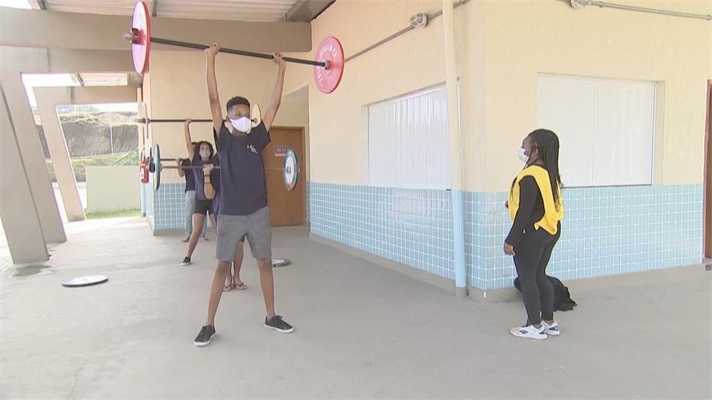 前奧運選手擔任教練!里約貧民窟運動教學計畫 翻轉青少年人生
