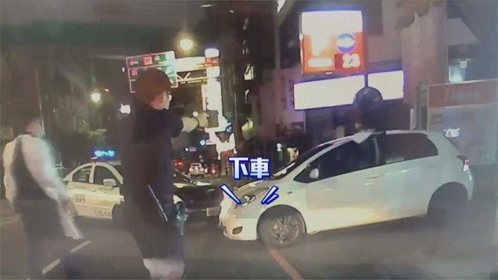 女友確診 同居男居家隔離悶得慌‧‧‧開車趴趴走又肇事逃逸 警持槍圍捕