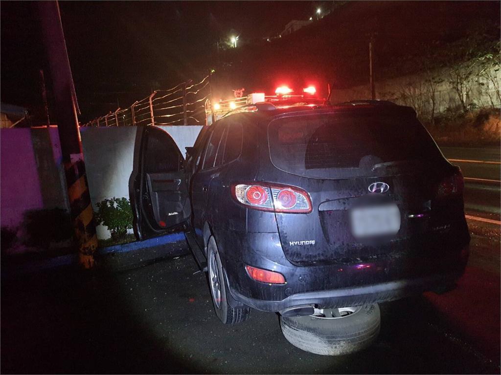 快新聞/台東蔡姓前議員開車自撞海巡圍牆 送醫搶救宣告不治