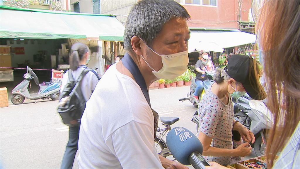 新埔市場1名女子朝地上吐口水 眾人驚嚇