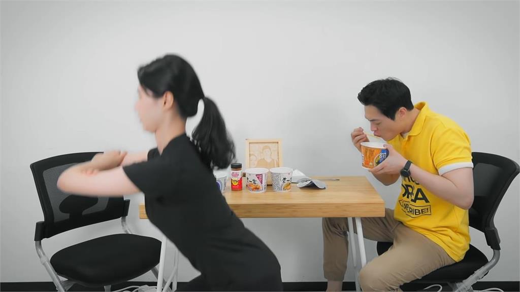 活該討打!在減肥女友前狂嗑4台灣泡麵 歐巴下場曝光網:超解氣