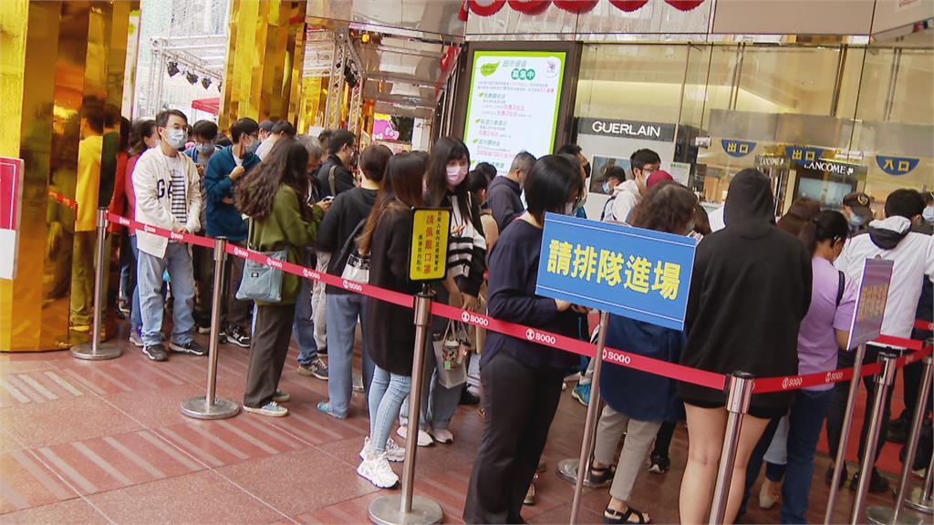 十百貨公司單店業績破百億!不能出國周年慶人潮爆滿
